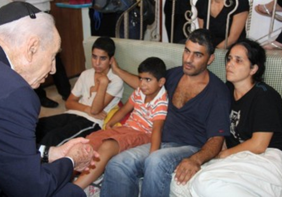 President Shimon Peres pays condolences to the family of Givati Brigade soldier Gavriel (Gal) Kobi.
