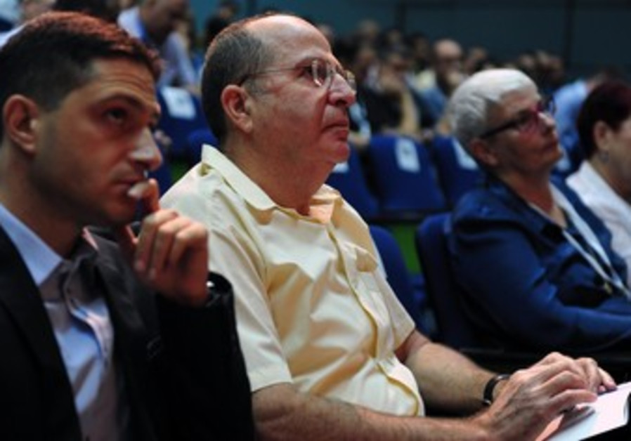 Defense Minister Moshe Ya'alon at Ben Gurion University conference, October 1, 2013