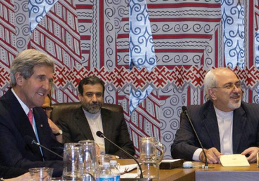 Le Secrétaire d'Etat John Kerry et le ministre iranien des Affaires étrangères Mohammad Javad Zarif