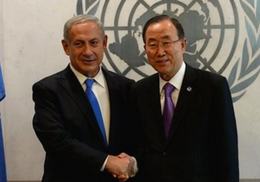 Binyamin Netanyahu and Ban Ki-moon pose for pictures after a meeting at the UNGA, Oct. 1, 2013.