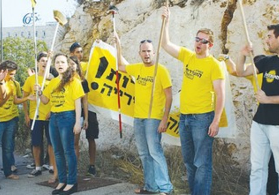 Members of Jerusalem Awakening demonstrate