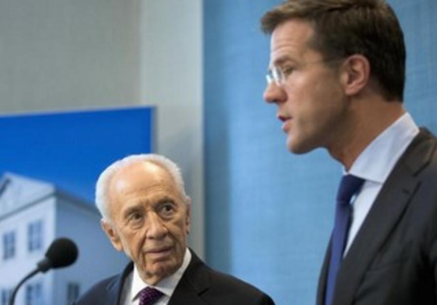 President Shimon Peres and Dutch Prime Minister Mark Rutte, October 1, 2013.