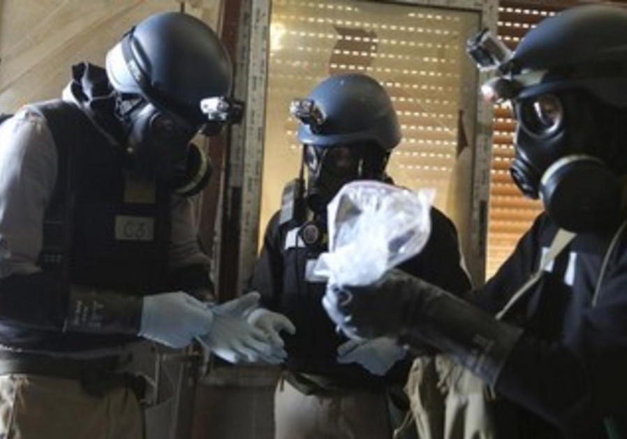 A UN team examining samples from site of August 21 attack in Damascus.