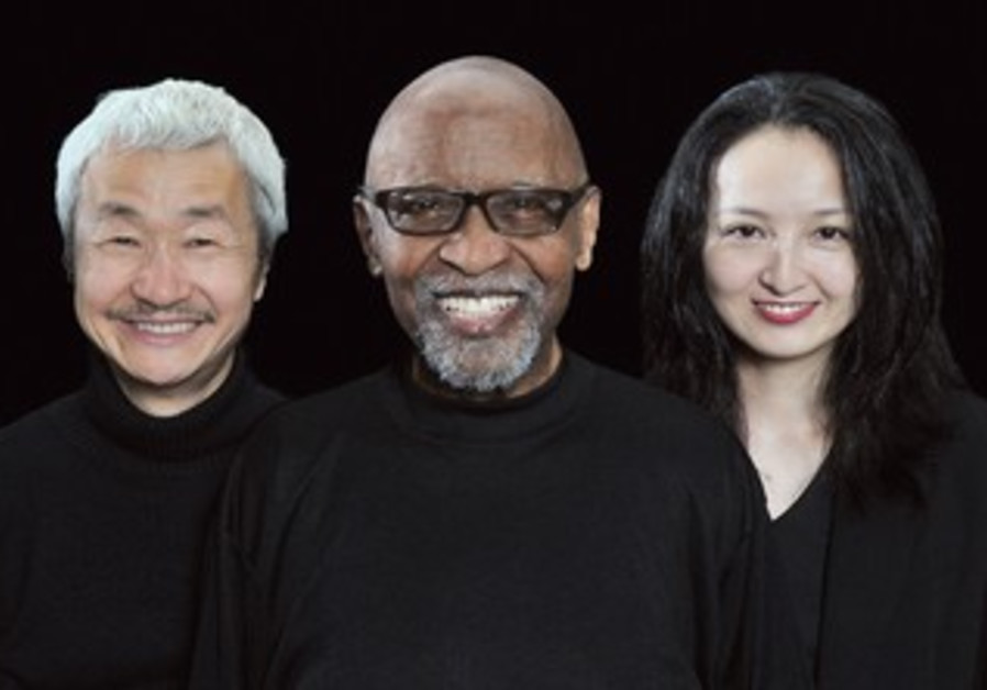 Violinist M. Fuji, pianist Junior Mance, bass player Tanaka.
