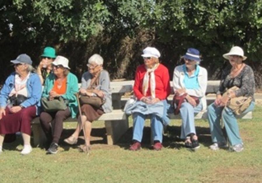 1)Holocaust Survivors Spend a Day with KKL-JNF