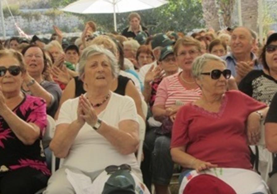 1)Holocaust Survivors Spend a Day with KKL-JNF -1