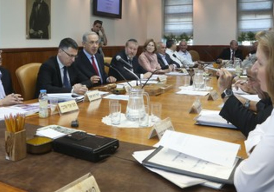 Weekly cabinet meeting, October 20, 2013.