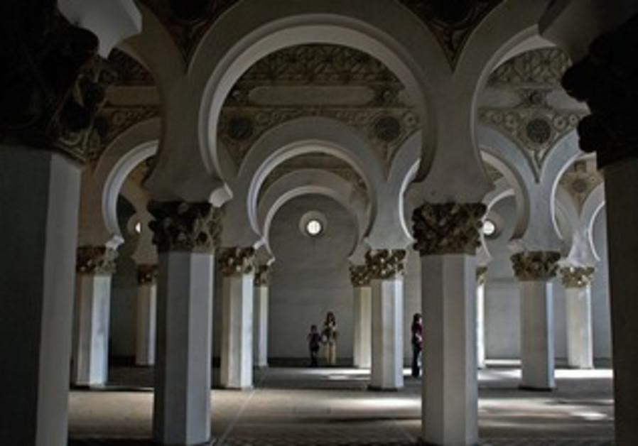 Toledo's XII century synagogue
