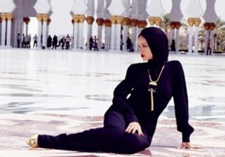 Rihanna poses outside Abu Dhabi mosque