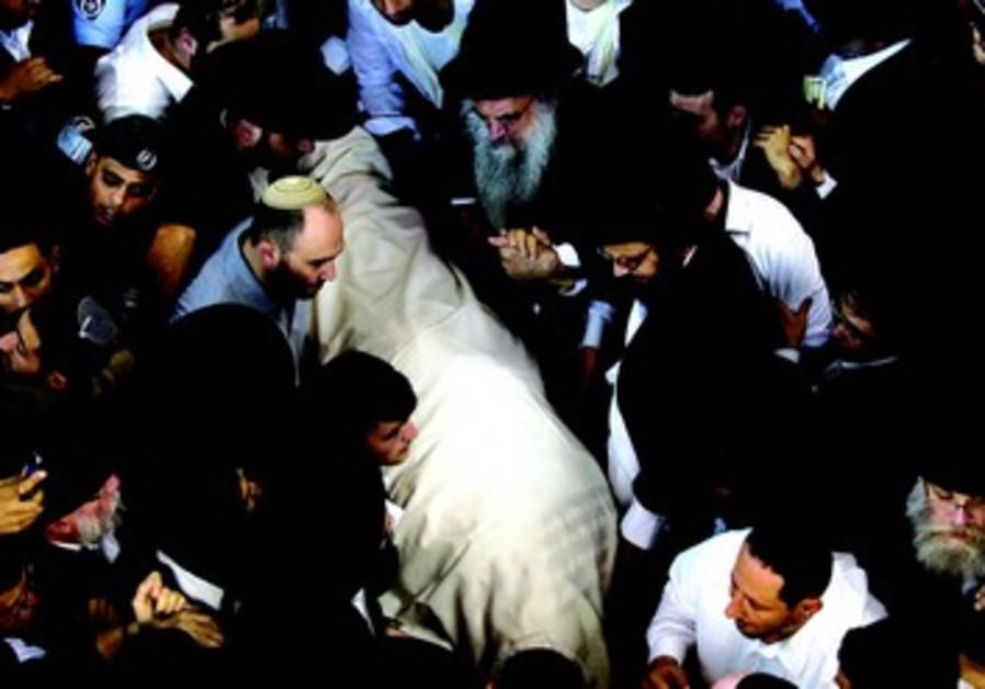 Des centaines de milliers de personnes assistent aux funérailles du Rav Ovadia Yossef