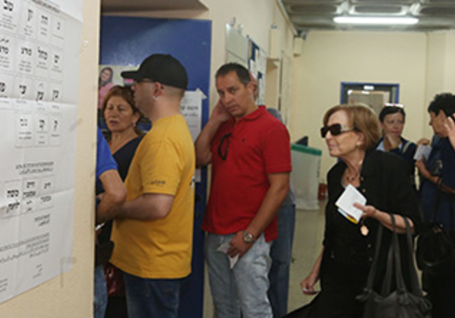 Jerusalem residents queue to vote during the local elections,  Oct. 22, 2013.