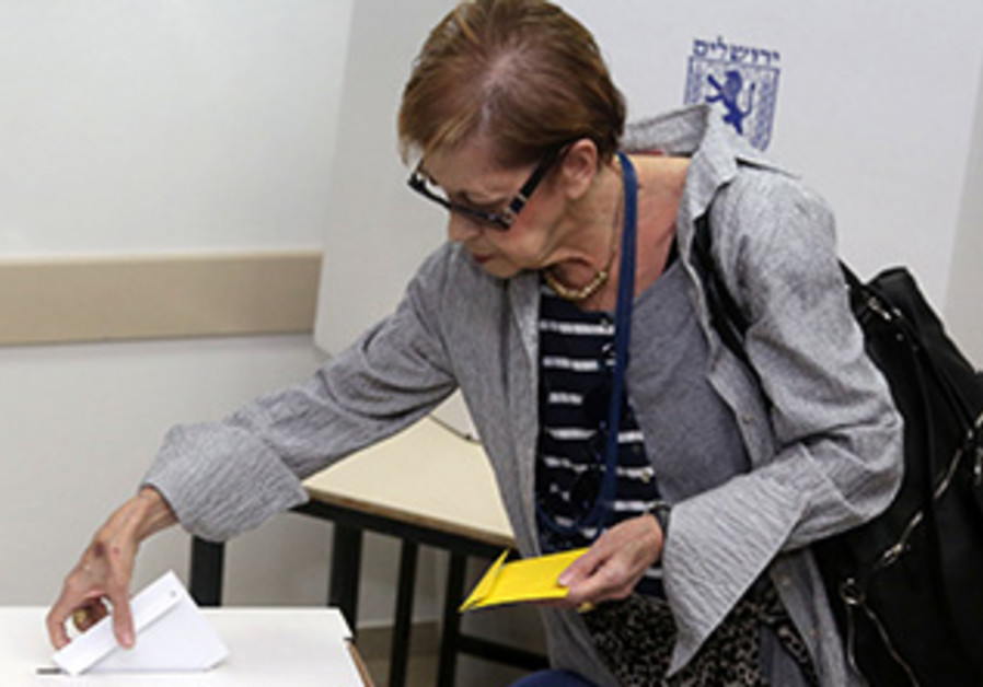 A Jerusalem resident votes in the local elections, October 22, 2013.