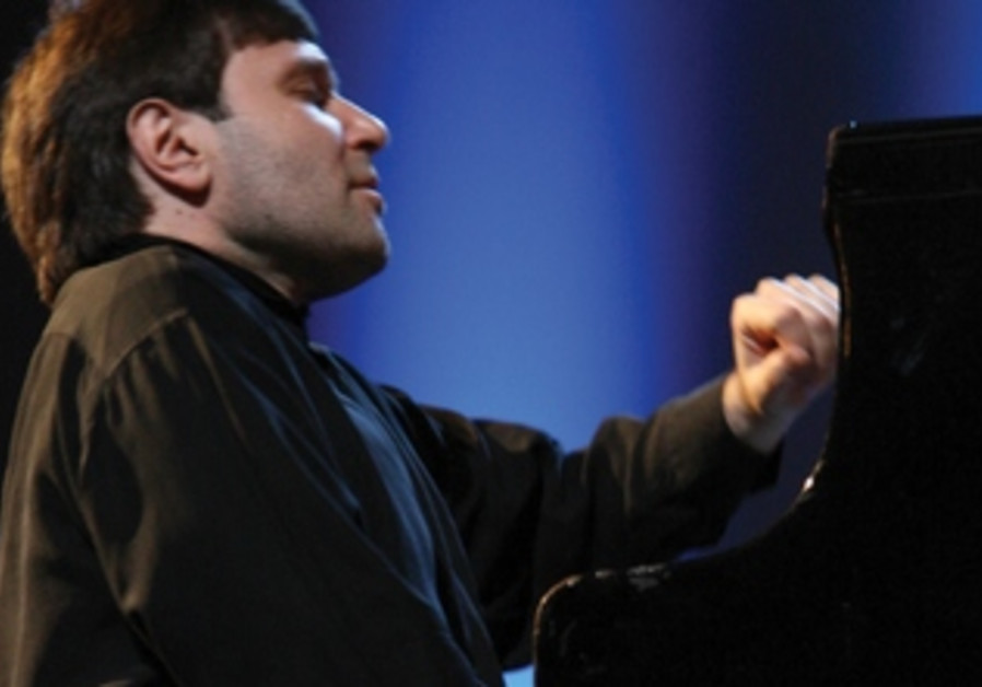 He will perform Mozart's piano concerti No. 8 and No. 9 with the Israeli Chamber Orchestra