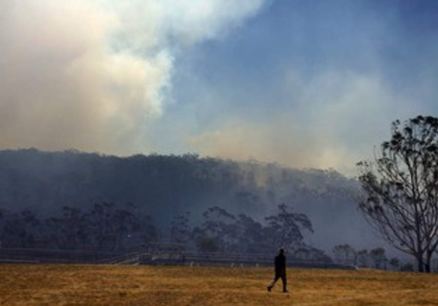 Fire approaching homes near Blue Mountains suburb of Blackheath
