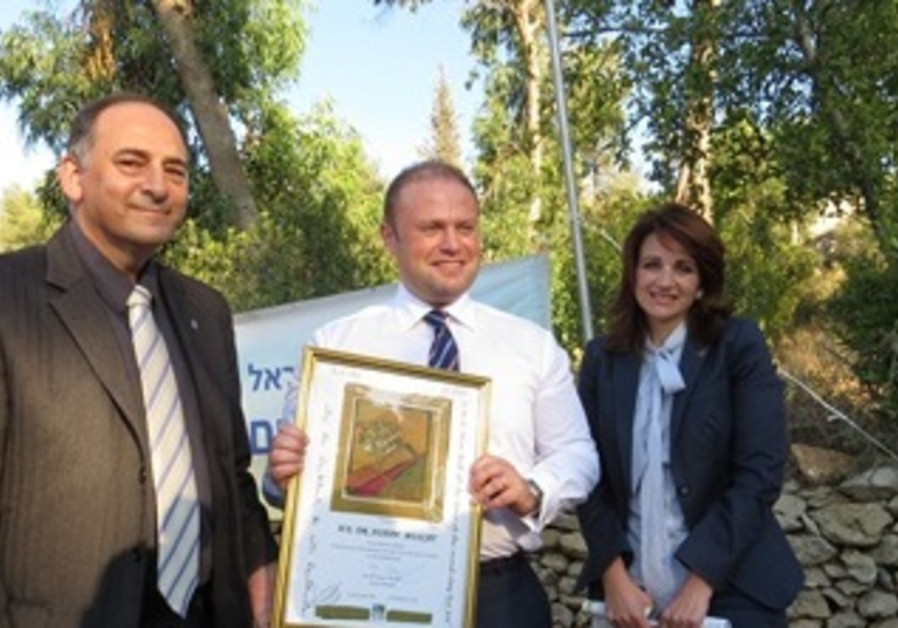 3)The Prime Minister of Malta Plants a Tree in Jlm Forest
