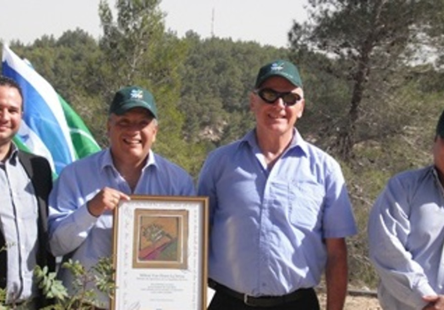 Peruvian Minister of Agriculture Plants Tree in Jlm Hills