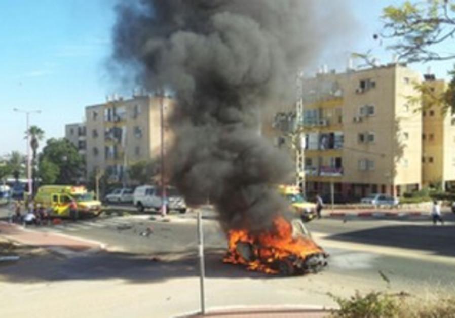 Scene of car bomb in Ashkelon, October 24, 2013