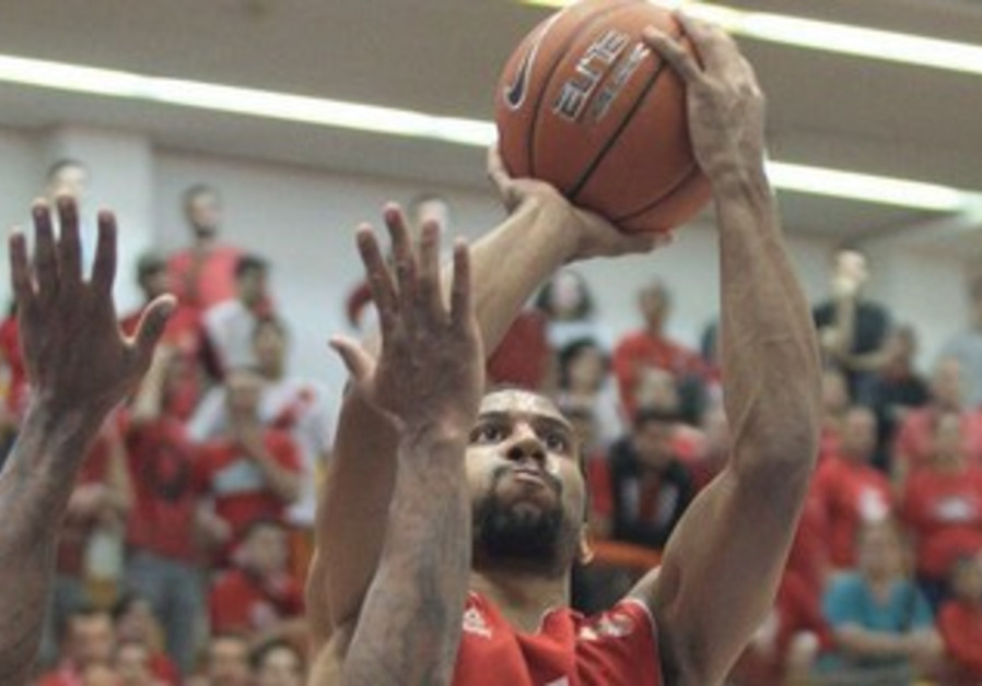 Hapoel Tel Aviv guard Carlon Brown