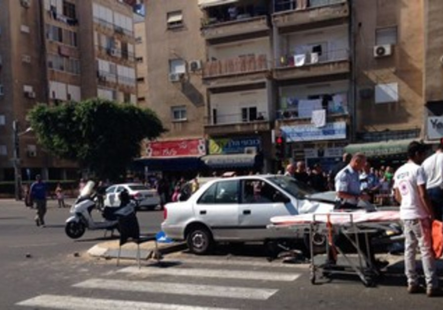 Scene of accident in which woman killed and baby severely injured in Netanya, October 28, 2013