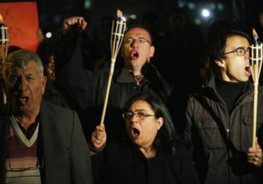Protesters shout slogans during a demonstration in Ankara October 27, 2013