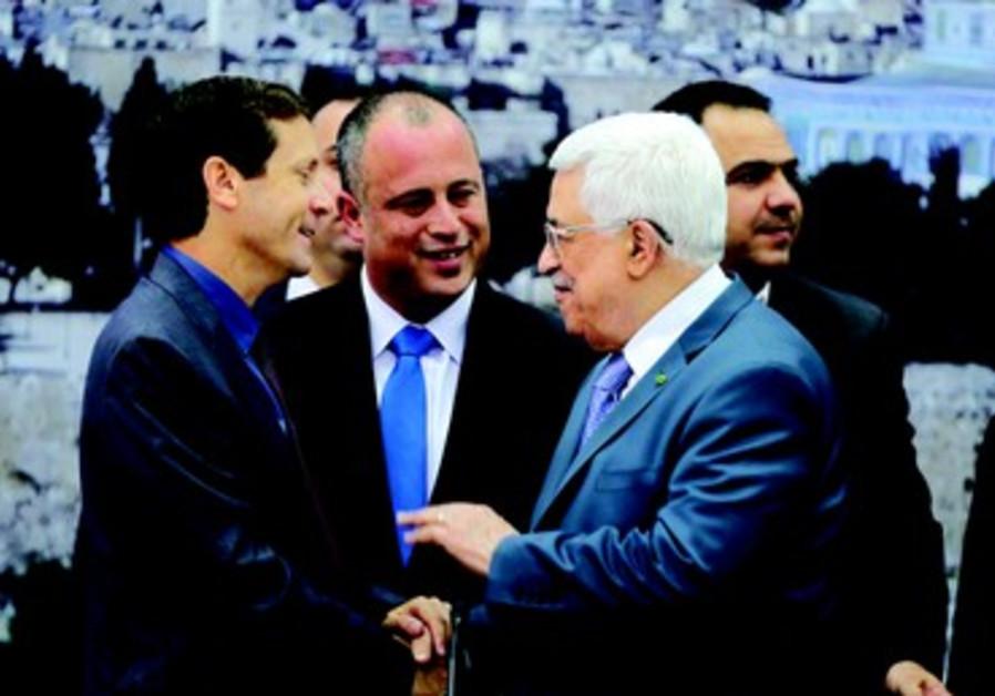 Herzog (dte) faisait partie de la délégation israélienne partie rencontrer Abbas à Ramallah en oct13