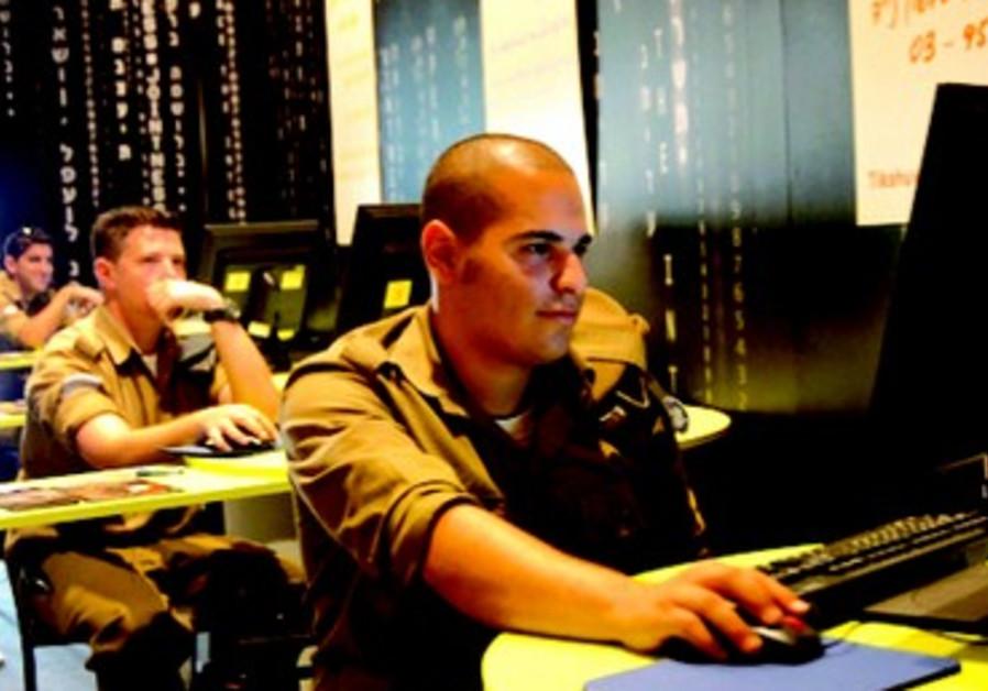 L'armée recrute des jeunes après le lycée et leur apprend à concrétiser leur vision