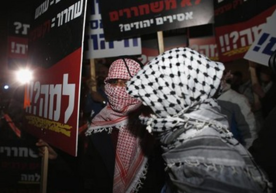 Israelis protest against the release of Palestinian prisoners outside Ofer prison.