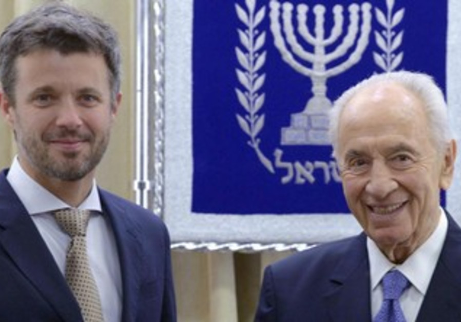 Crown Prince Frederik of Denmark with President  Shimon Peres 370