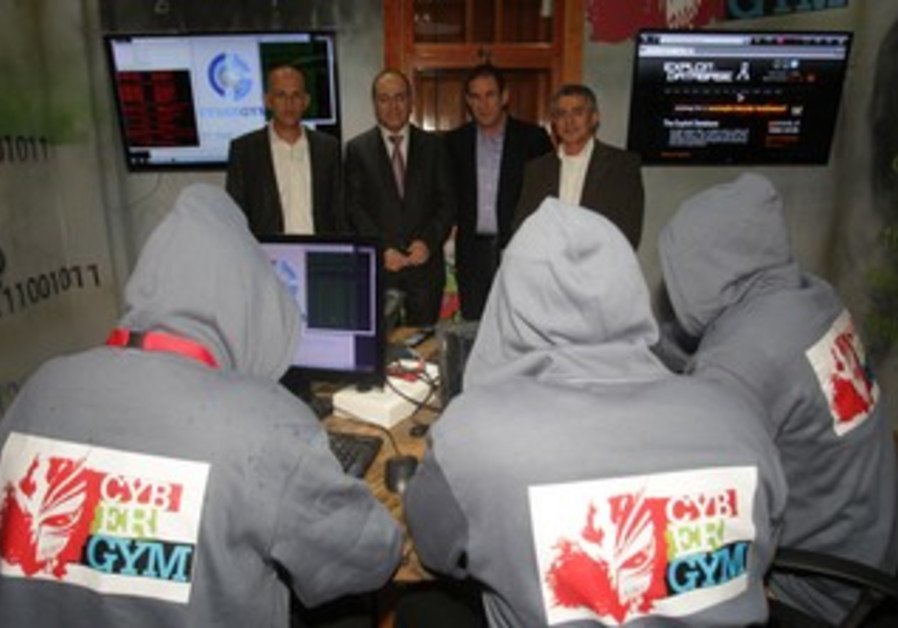 Chairman of the IEC's Directorate, Ret. Major General Yiftah Ron-Tal with Hackers.