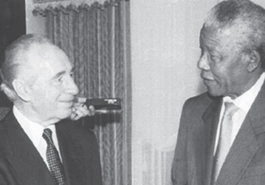 Shimon Peres and Nelson Mandela at the United Nations.