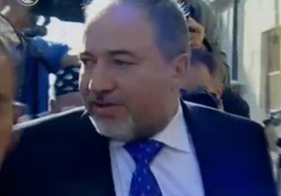 Liberman arrives at court for verdict, November 6, 2013