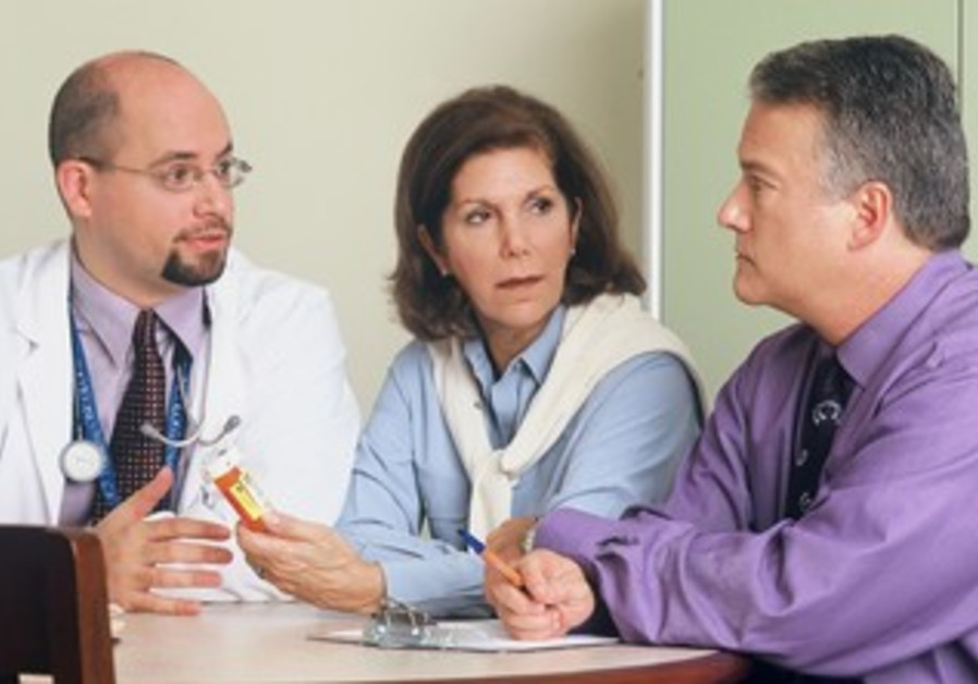Doctor consulting patient over the use of medcien.