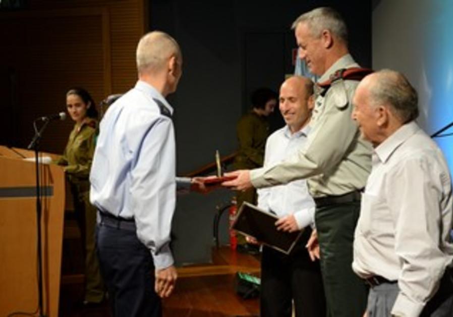 Gantz awards technological achievments, Nov. 11, 2013