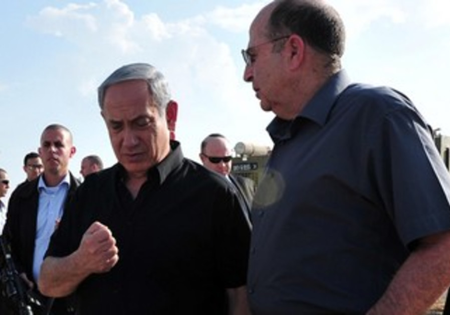 PM Binyamin Netanyahu and Defense Minister Moshe Ya'alon, November 12, 2013
