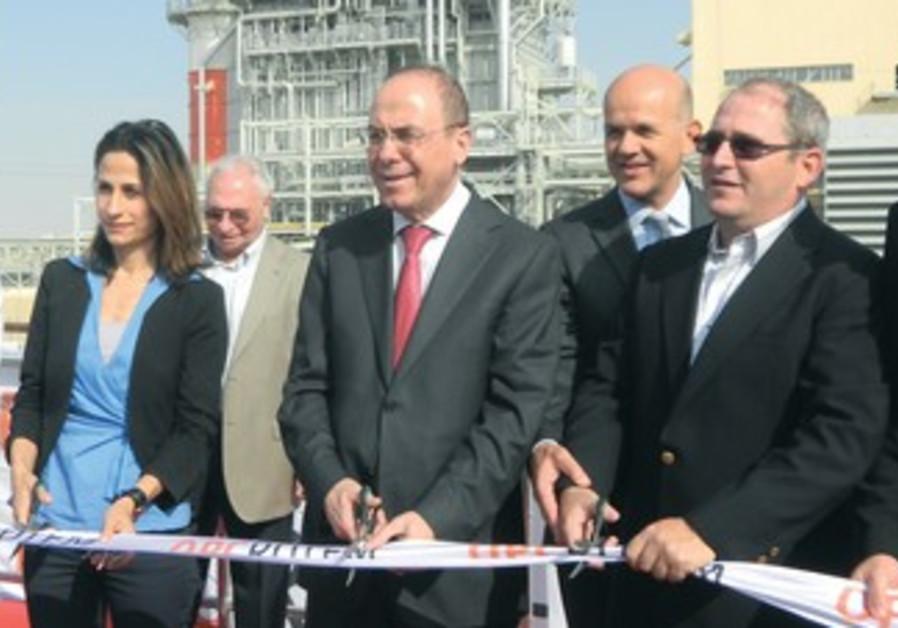 Silvan Shalom (center) November 12, 2013
