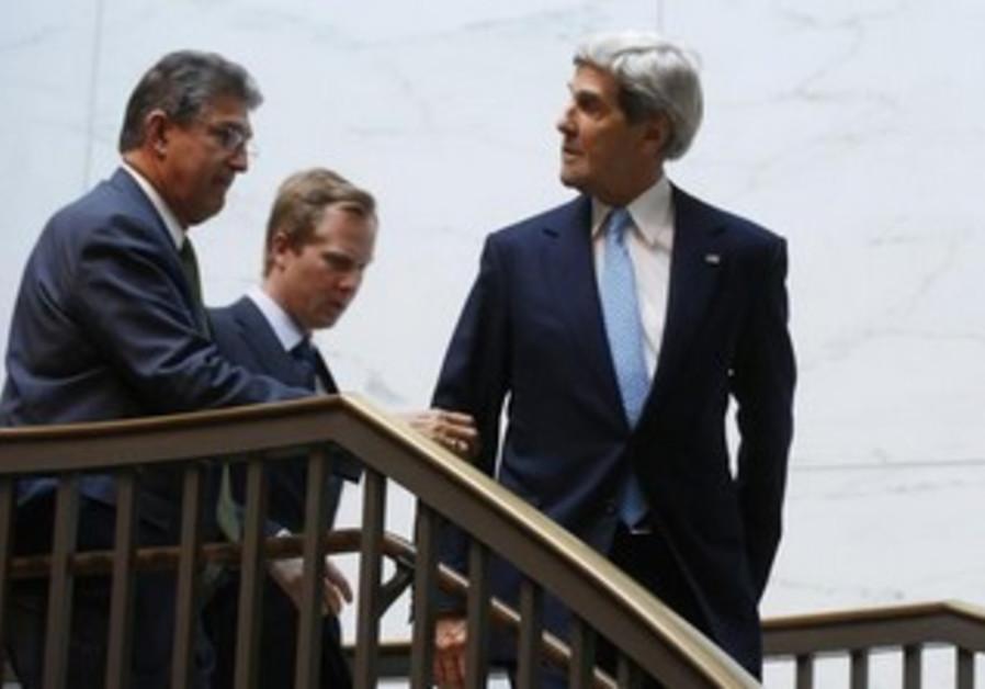 US Secretary of State John Kerry and US Senator Joe Manchin.