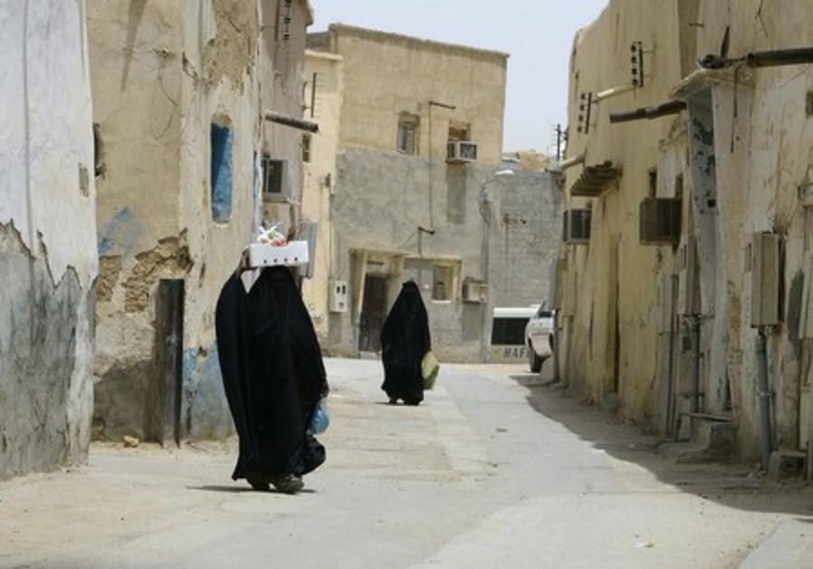 Veiled women in Riyadh, Saudi Arabia