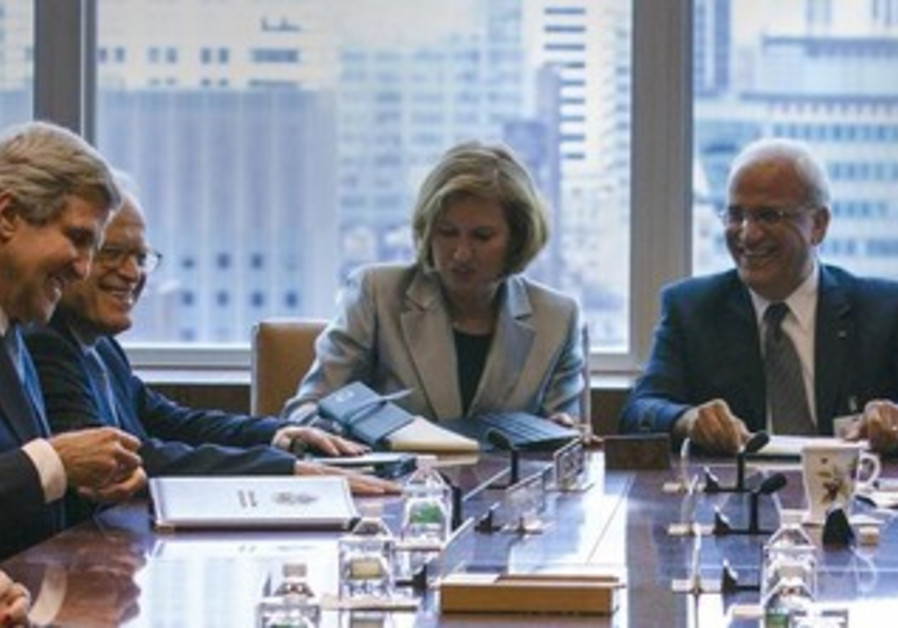 Israeli and Palestinian negotiating teams sit with US Secretary of Kerry in New York, Sept 27, 2013.