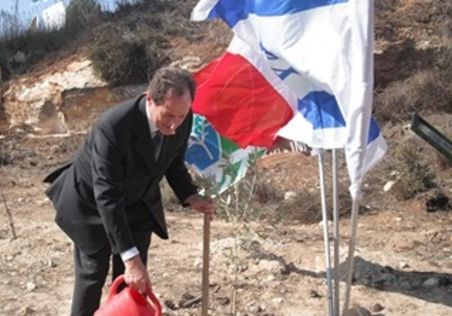 Sen. Mario Mantovani of Lombardia Plants a Tree for Peace