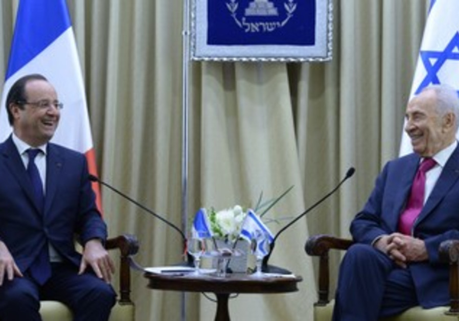President Peres and French President Hollande at the President's Residence, November 17, 2013.