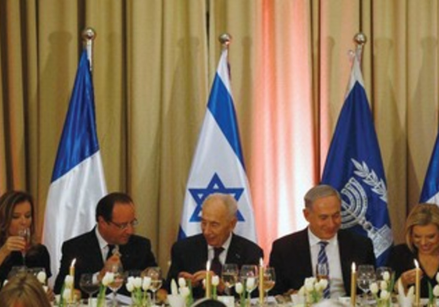 Frech President Francois Hollande with President Shimon Peres and PM Binyamin Netanyahu.