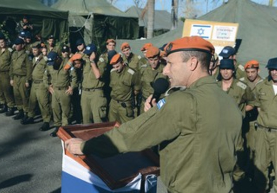 Maj.-Gen. Eyal Eizenberg addresses the staff of the IDF's field hospital in the Philippines.