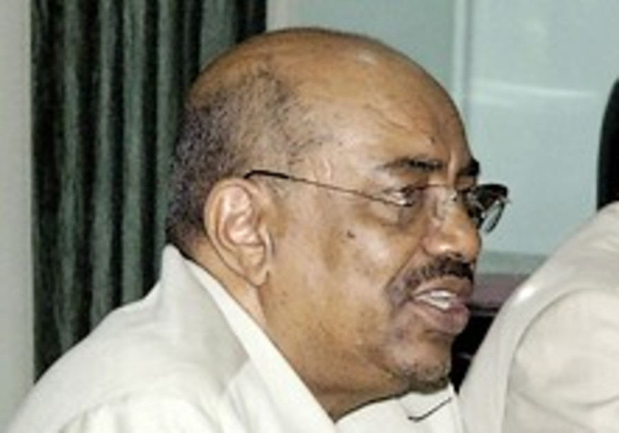 Int'l court prosecutor charges Sudanese president with genocide