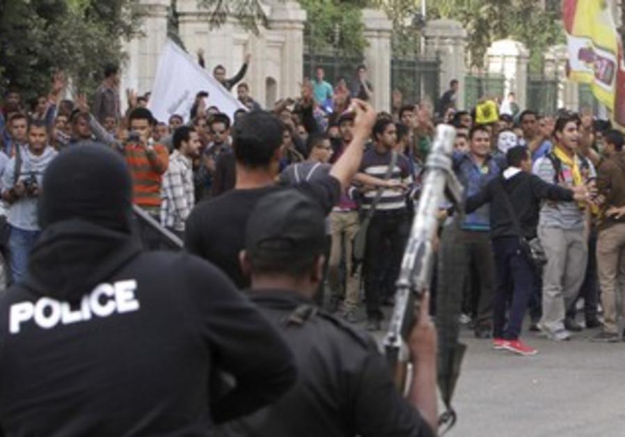 Egyptian police facing pro-Morsi protesters in Cairo, November 24, 2013.