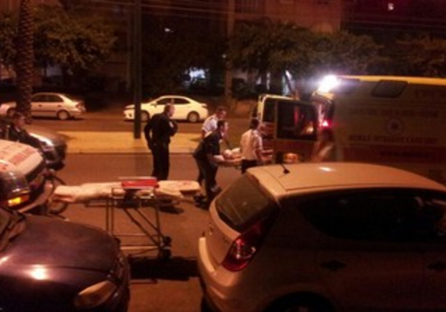 Paramedics evacuate stabbing victim in Netanya, Nov 25, 2013