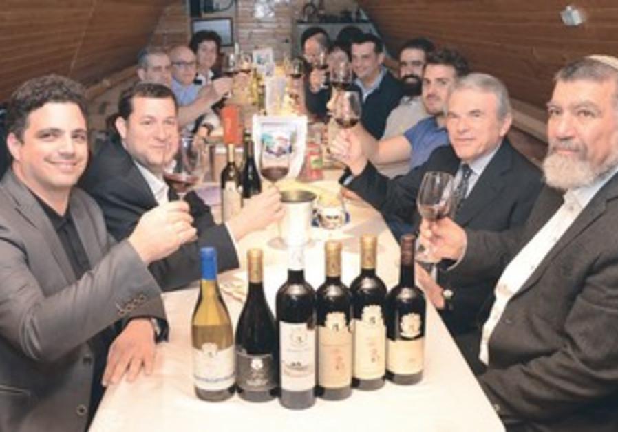 Eight Italian winemakers visit a Samaria winery