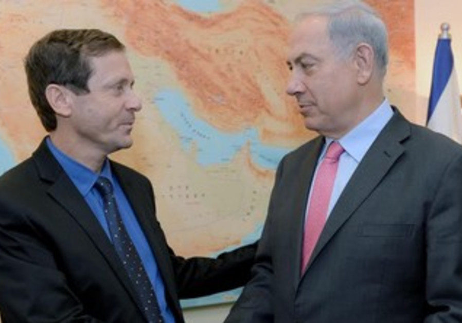 Labor leader Isaac Herzog and PM Binyamin Netanyahu, November 28, 2013