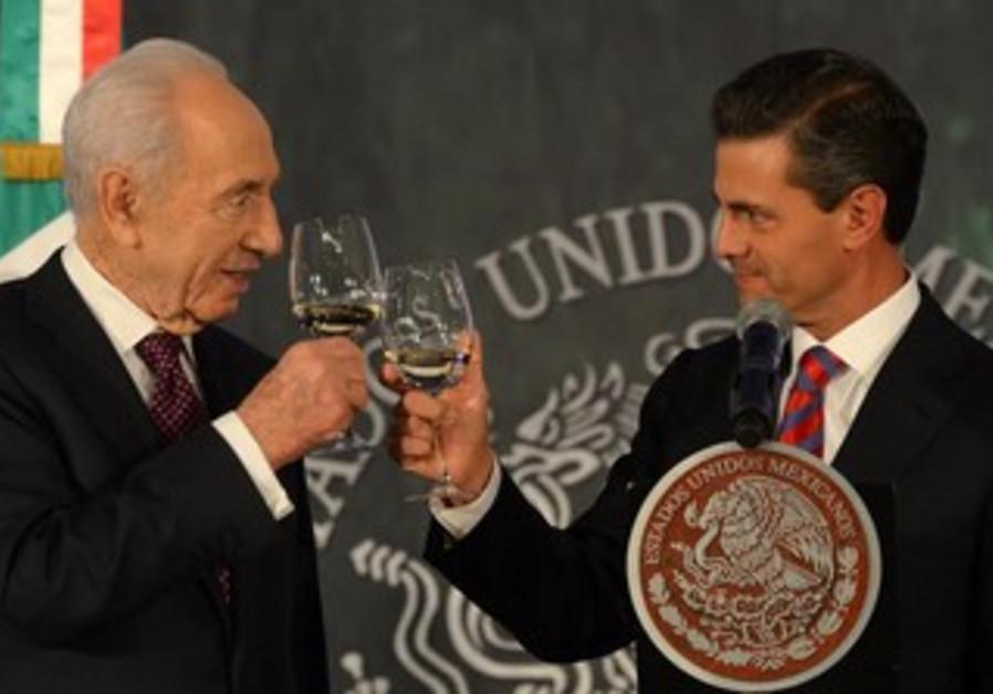 Peres in Mexico