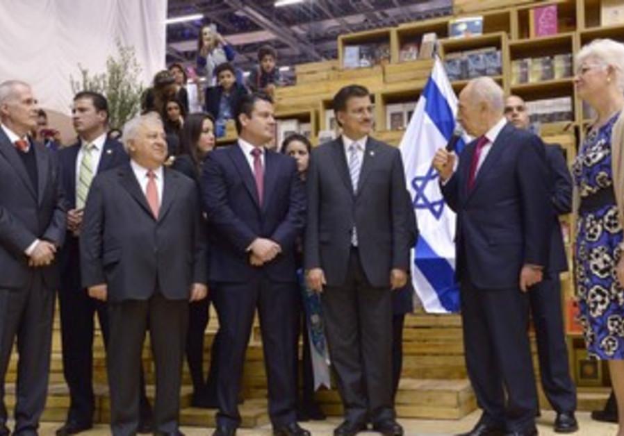 President Shimon Peres inaugurates Israeli pavilion at Guadalajara Book Fair. Nov 30, 2013