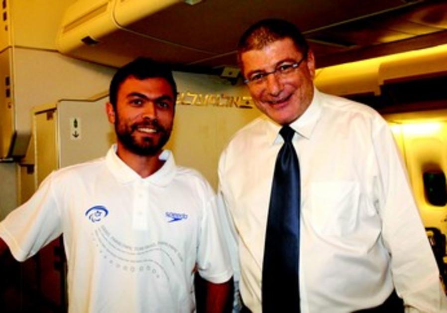 Elyezer Shkedy, le PDG d'El Al (à droite)